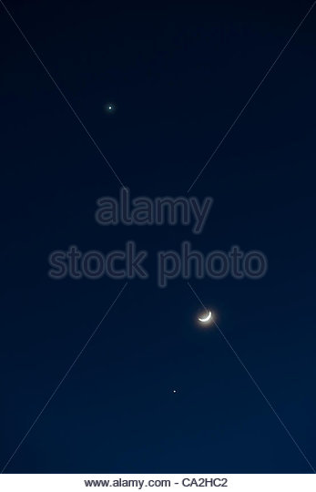 The crescent moon forms a triangle with the planets Venus (top) and Jupiter (below) on March 25, 2012. Photographed - Stock Image