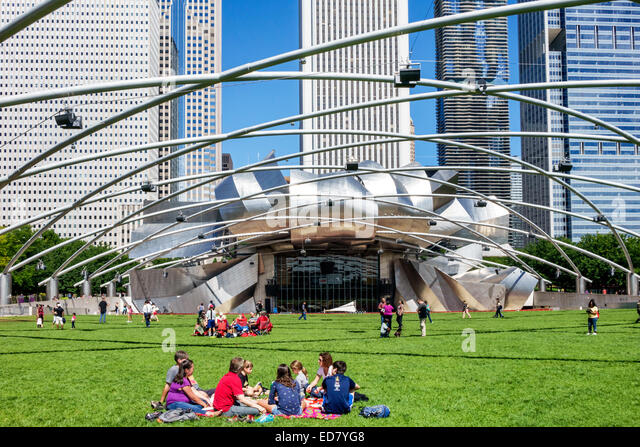 Illinois Chicago Loop Millennium Park Jay Pritzker Music Pavilion bandshell Harris Theater theatre Frank Gehry architect - Stock Image
