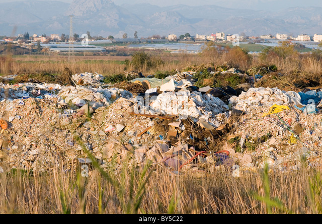 landfill land fill site sites rubbish trash junk tax taxes pollution - Stock Image
