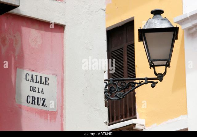 Puerto Rico Old San Juan Calle de la Cruz colonial architecture lamp - Stock Image