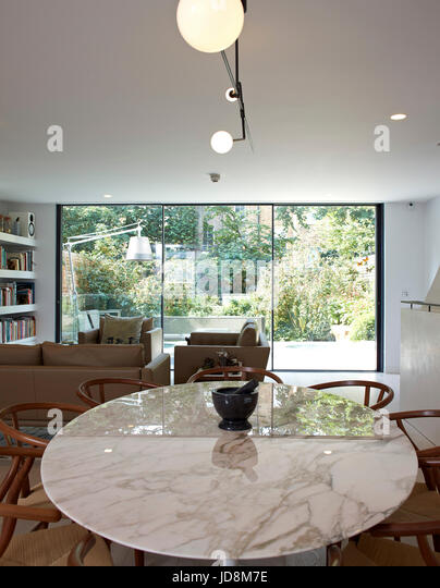Overall view on ground floor showing dinning table. Notting Hill House, London, United Kingdom. Architect: Michaelis - Stock-Bilder