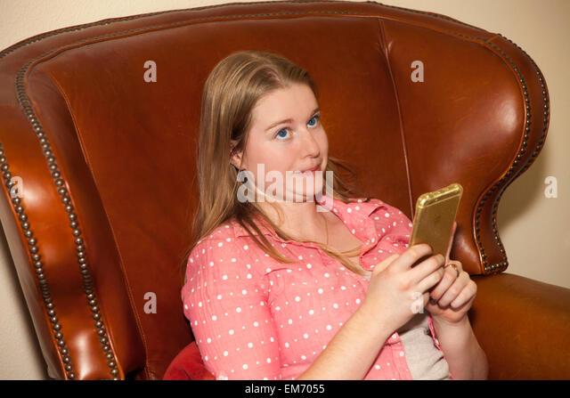 Teenage girl using mobile device indoors  MR  © Myrleen Pearson - Stock-Bilder