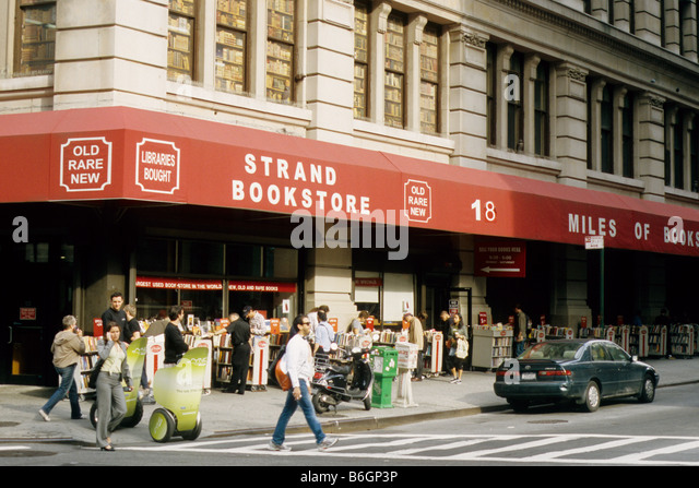 New York, Strand Bookstore, 828 Broadway, 18 miles of shelves new, second hand, antiquarian books. - Stock Image