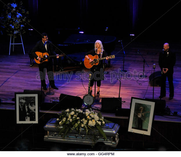 (L - R) Vince Gill, Emylou Harris and Jon Randall Stewart perform during musician Earl Scruggs' funeral at the - Stock Image