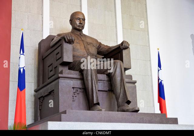 Statue of Sun Yat-sen in the National Sun Yat-sen Memorial Hall Taipei Taiwan. JMH5718 - Stock Image