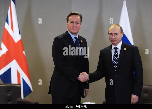 Antalya, Turkey. 16th Nov, 2015. British Prime Minister David Cameron (L) and Russian President Vladimir Putin shake - Stock Image