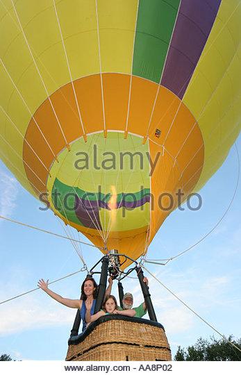 Alabama Decatur Point Mallard Park Alabama Jubilee Hot Air Balloon Classic tethered ride gondola mother daughter - Stock Image