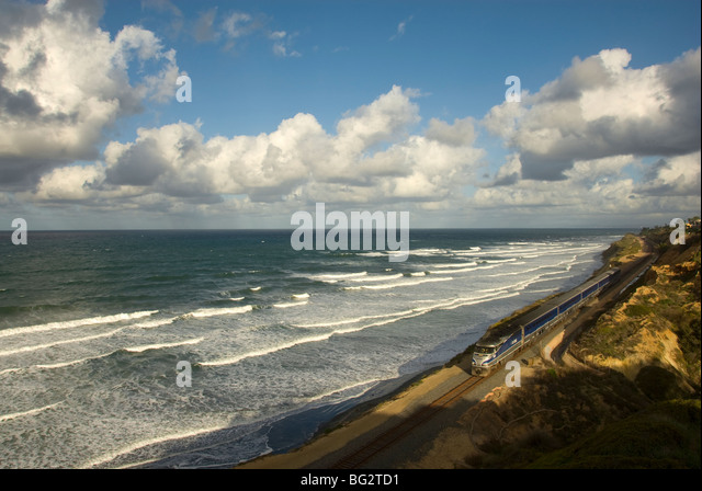 coastal-train-in-san-diego-pacific-ocean