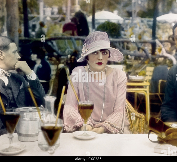 Pola Negri, at Cafe de la Paix, Paris, France, 1927 - Stock-Bilder