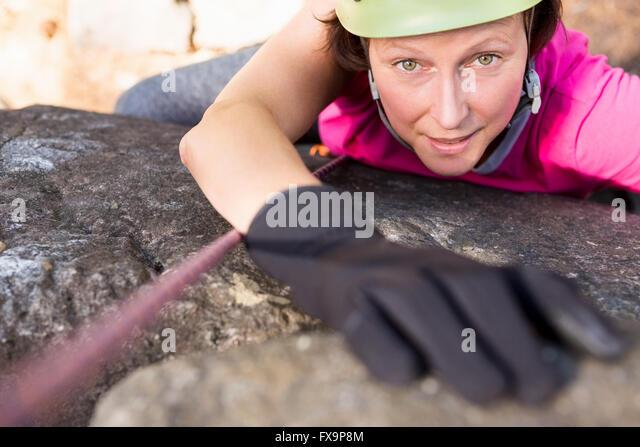 Woman rock climbing - Stock-Bilder