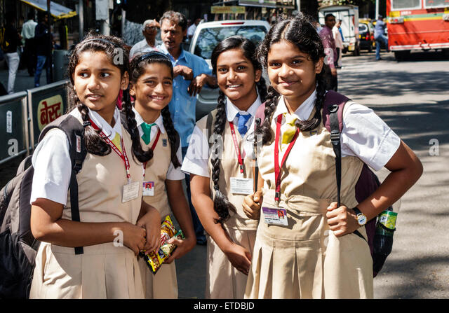 India Indian Asian Mumbai Fort Mumbai Mantralaya Mahatma Gandhi Road public bus stop girl student friends Catholic - Stock Image
