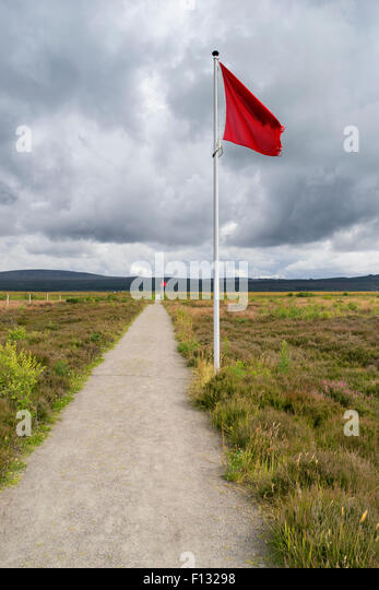Flag indicating frontline of Government English army on  natural moorland at Culloden Moor former battlefield Scotland - Stock Image