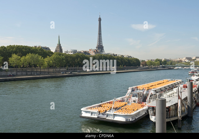 bateau mouche stock photos bateau mouche stock images alamy. Black Bedroom Furniture Sets. Home Design Ideas