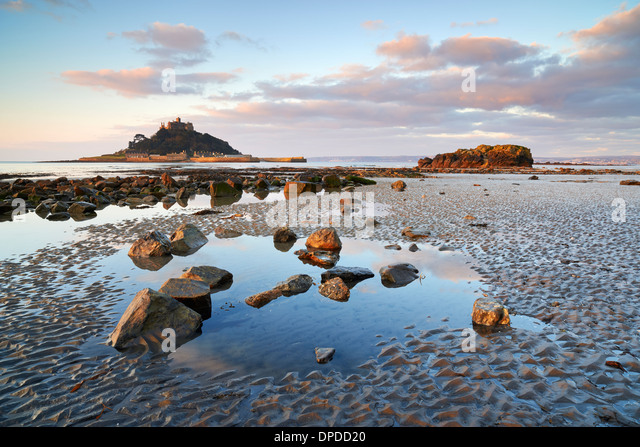Low tide at Marazion beach overlooking Mounts Bay and St Michael's Mount - Stock Image