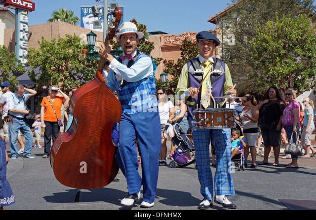 Live Outdoor Entertainment, Show by Five and Dime,  Disneyland, California Adventure Park, Anaheim - Stock Image