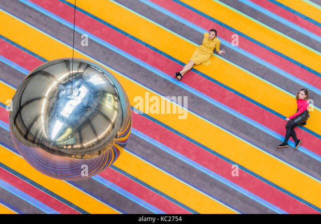 London, UK. 02nd Oct, 2017. The multi-coloured carpet and reflective swing ball - The 2017 Hyundai Commission SUPERFLEX: - Stock Image