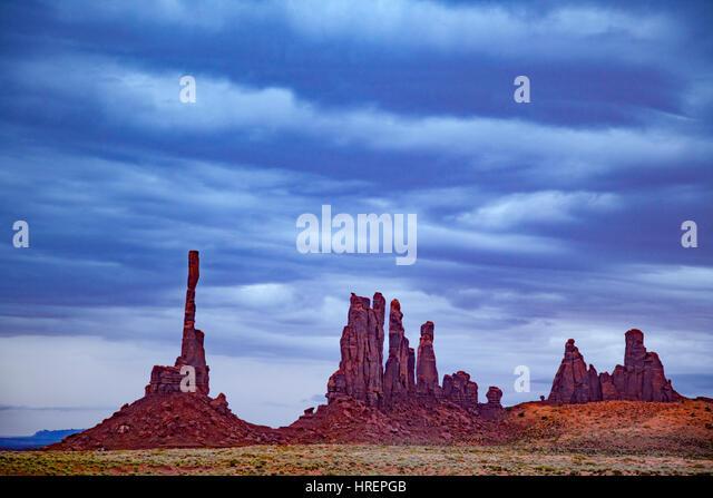 Totem Pole and Yeibichai Rocks, Mounument Valley Tribal Park, Arizona Navajo Reservation - Stock-Bilder