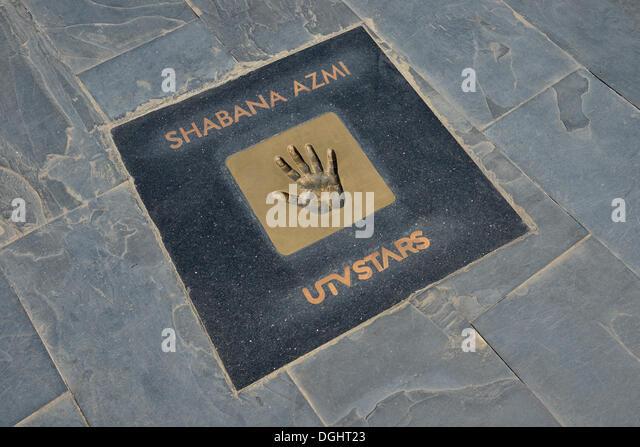 Handprint of Bollywood actress Shabana Azmi at the Walk of the Stars, Land's End, Mumbai, Maharashtra, India - Stock-Bilder