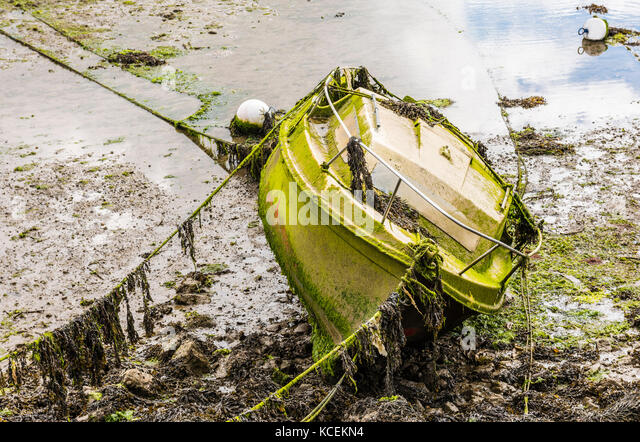 Abandoned boat in the river at Audierne, Brittany, France - Stock Image