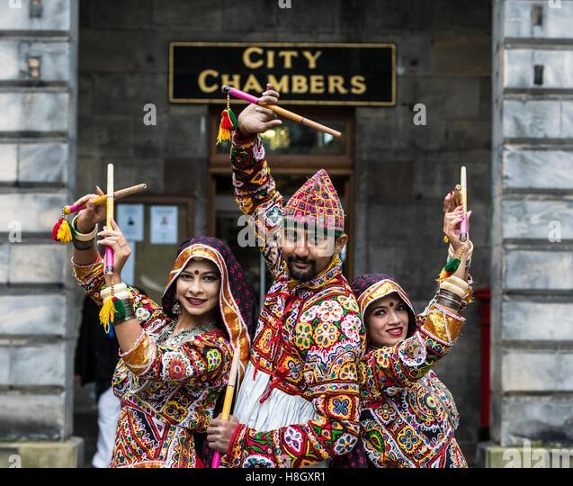 Edinburgh, UK. 13th Nov, 2016. The Edinburgh Diwali celebration culminates in a procession from the City Chambers - Stock-Bilder