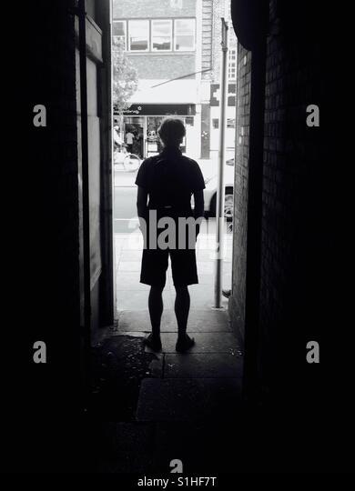 Man standing at end of an alleyway London - Stock-Bilder
