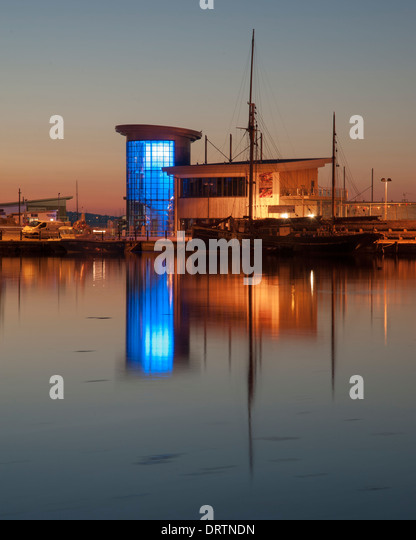 Brixham fishmarket and Crab Quay Restaurant on the harbour at the a South Devon fishing port. - Stock Image