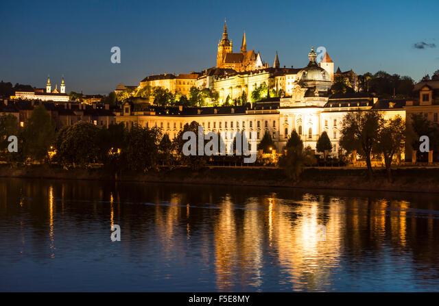 St. Vitus's Cathedral and Prague Castle illuminated at dusk, UNESCO World Heritage Site, Prague, Czech Republic, - Stock Image