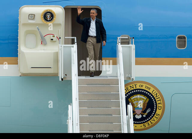 US President Barack Obama steps off of Air Force One at Tinker Air Force Base on his way to tour of areas damaged - Stock Image