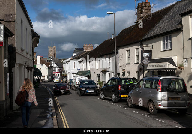 congested roads in Moretonhampstead - 'The Gateway to the Moor', is an ancient market town located in the centre - Stock Image