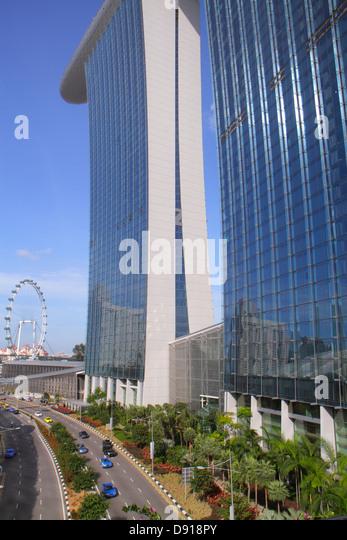 Singapore Marina Bay Sands hotel Bayfront Avenue Skywalk Singapore Flyer Ferris wheel - Stock Image
