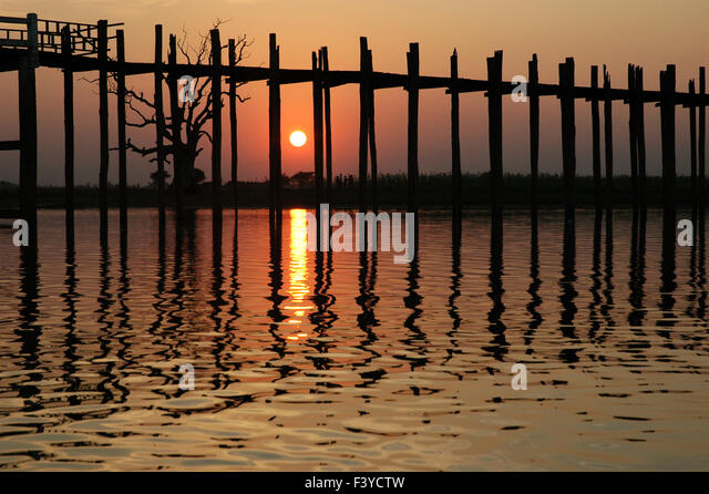 U Bein Bridge reflection without people at sunset, Amarapura, Mandalay, Myanmar - Stock-Bilder