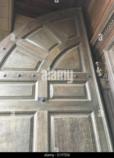 Decorative wood carvings and panelled door at Saint Mary's Collegiate Church, Warwick - Stock Image