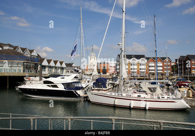 Town Quay Southampton England UK Waterfront development of housing boating marina - Stock-Bilder
