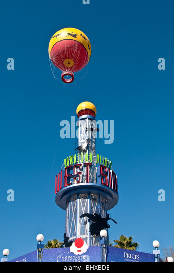 Downtown Disney West Side tower with yellow hot air balloon behind, Orlando FL - Stock Image