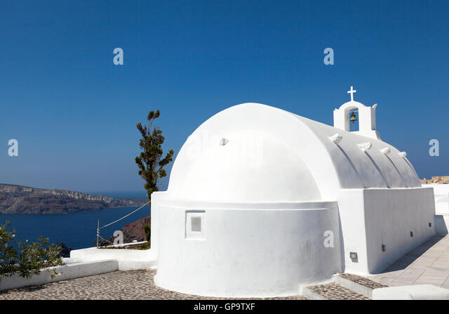 The busy and popular town of Oia, Santorini - Stock Image