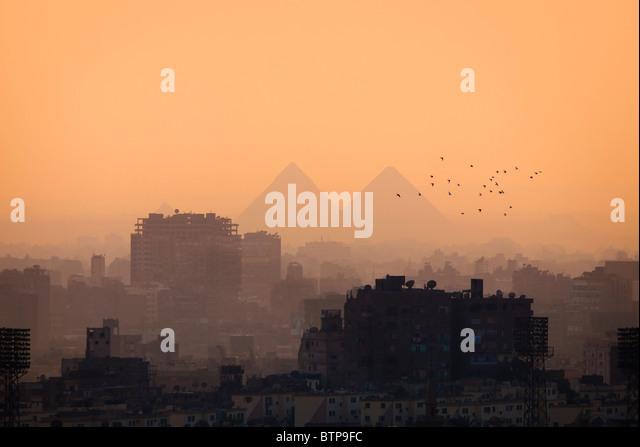 Cairo city skyline and Pyramids and some birds - Stock-Bilder