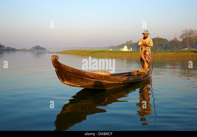 Fisherman on Taung Thama lake, Amarapura, Mandalay, Myanmar (Burma), Asia - Stock-Bilder