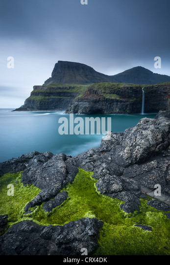 Dramatic coastline and waterfall at Gasadalur on the Island of Vagar, Faroe Islands. Spring (June) 2012. - Stock-Bilder