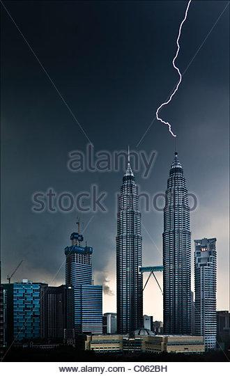 Lightning Striking Petronas Twin Towers - Stock-Bilder