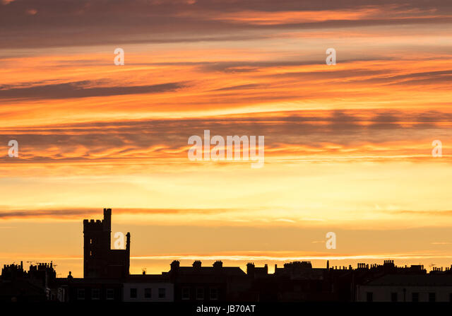 England, Ramsgate. Early morning dawn sky over skyline of the East cliff part of Ramsgate town, with the castellated - Stock-Bilder