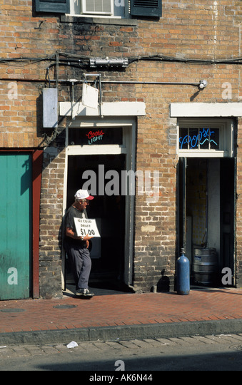 man advertising for cheap drinks at French Quarter of New Orleans - Stock Image