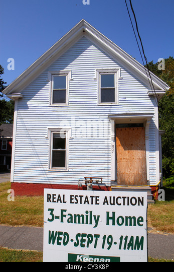 Maine South Portland sign house vacant real estate auction - Stock Image