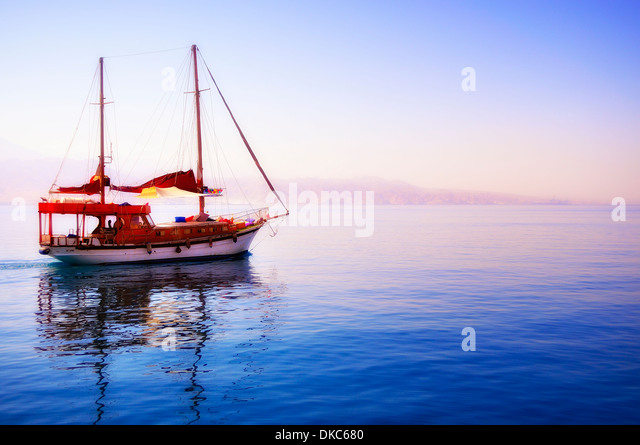 photo beautiful yacht departing into the unknown - Stock Image