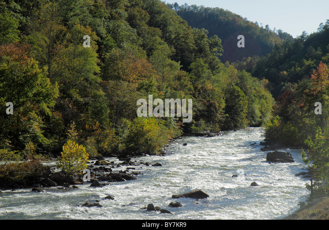 Tennessee Cherokee National Forest Ocoee River Scenic Highway 64 riverbed whitewater rapids rocks trees boulders - Stock Image