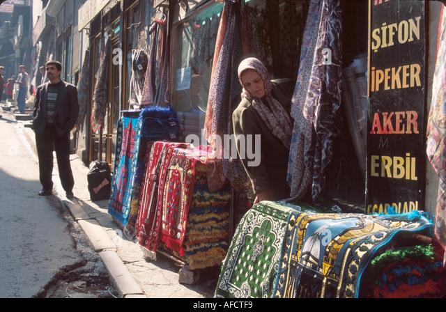 Turkey Istanbul Kucukpazar Quarter Cakmakcilar Cadessi rugs & scarves sidewalk display - Stock Image