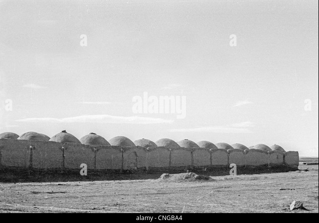 IRAN, ARAK: Mud village of domed houses in the high desert plateau near Arak, Iran. Black and white Archival photo, - Stock Image