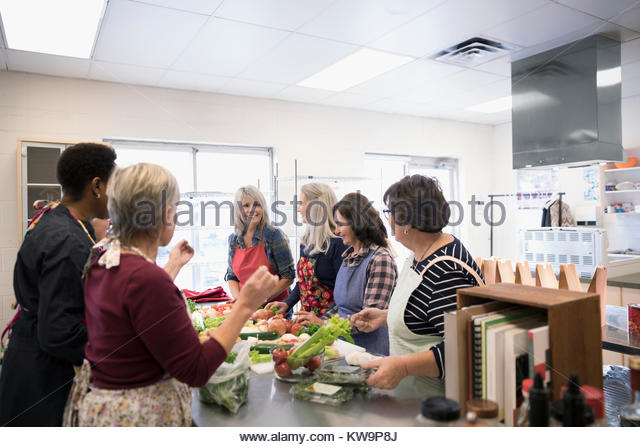 Female volunteers cooking in soup kitchen - Stock Image