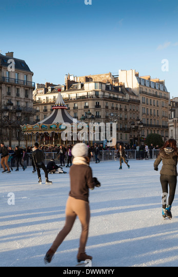 Paris Ice Skating Hotel De Ville