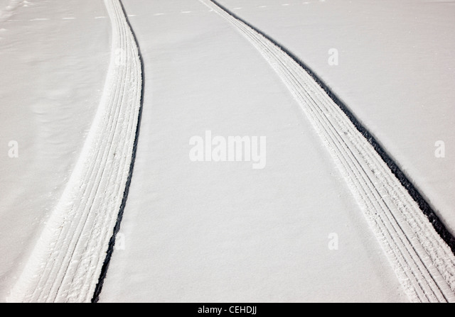 Fresh tire tracks on a snow covered mountain road near Monarch Pass, Chaffee County, Colorado, USA - Stock-Bilder