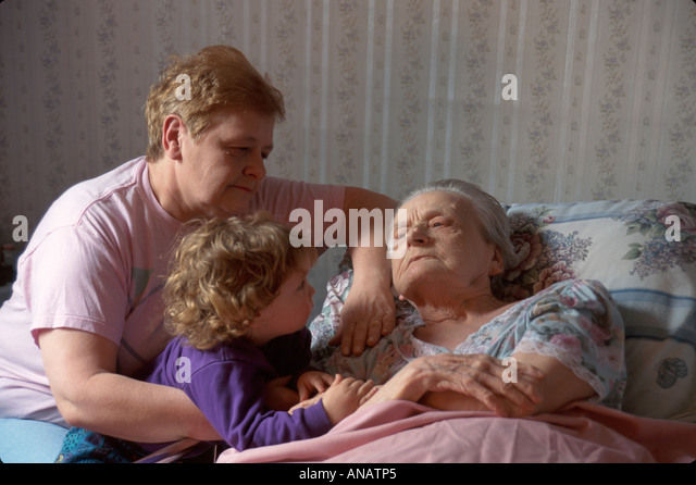 New Jersey Clifton bedridden senior woman terminally ill daughter granddaughter elderly death grandmother home - Stock Image